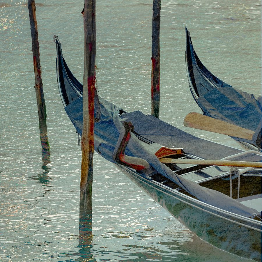 gondolas-canal-venetian-sparkling-water-venice